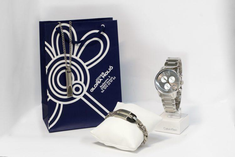Colgante, pulsera y reloj para caballero